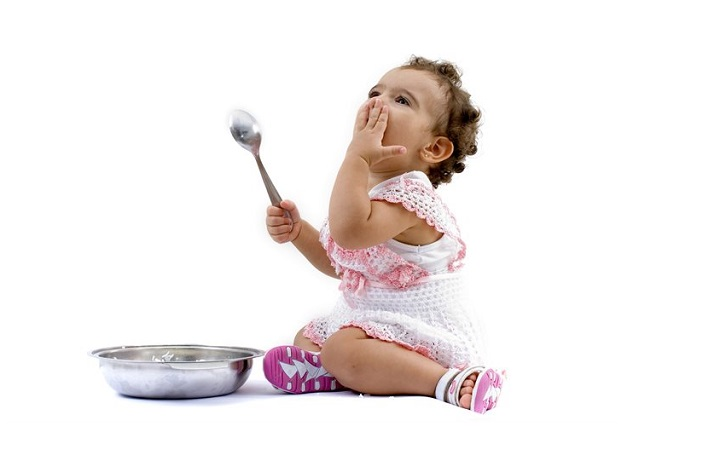 Toddler-with-a-bowl-and-spoon